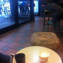 Photo taken at Blenz Coffee by Seul Ki J. on 2/10/2014