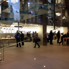 Photo taken at Apple Store by Ioannis G. on 11/9/2012