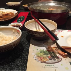 Photo taken at MK (เอ็มเค) by Lava∞ on 9/15/2015