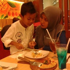 Photo taken at Pizza Hut by Tuah S. on 7/3/2014