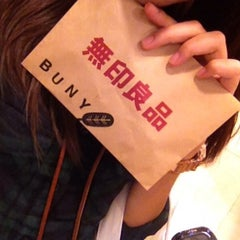 Photo taken at MUJI (มูจิ) 無印良品 by Kuu B. on 7/25/2014