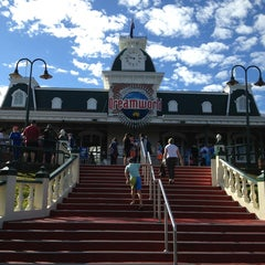 Photo taken at Dreamworld by Qlee C. on 7/6/2013