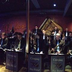 Photo taken at Ryles Jazz Club by kenji r. on 3/22/2013
