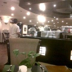 Photo taken at Surabaya Plaza Hotel by Leonardo on 9/18/2012