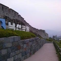 Photo taken at 낙산공원 (Naksan Park) by Flâneur M. on 6/8/2013