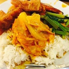 Photo taken at Ze Lin Vegetarian Restaurant by Yogan R. on 11/5/2015