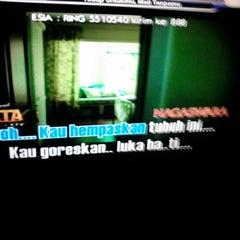 Photo taken at ReyHAN'S Karaoke Keluarga by Wawan X. on 12/5/2013