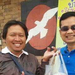 Photo taken at ตะวันแดง สาดแสงเดือน by Teerayut T. on 2/8/2015