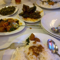Photo taken at D'Cost Seafood by Ratu F. on 9/18/2013