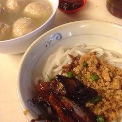 Photo taken at Restoran YiPoh 姨婆老鼠粉 by PP on 12/25/2015