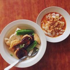 Photo taken at Restoran 3A Yong Tau Foo & Cheong Fun by Shermian L. on 7/11/2015