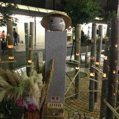 Photo taken at ももねこ様像 by えこ on 10/27/2012