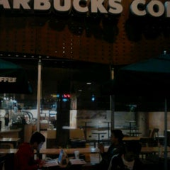 Photo taken at Starbucks by Ofix B. on 10/8/2012
