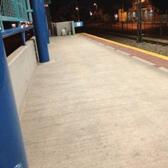 Photo taken at L1 Tren Ligero Estación Dermatológico by PARIS DE TROYA ,. on 11/12/2012