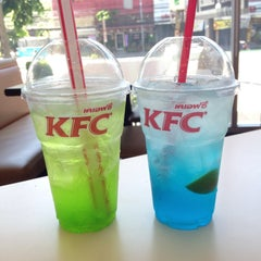 Photo taken at KFC (เคเอฟซี) by Mameaw Lee P. on 5/31/2015