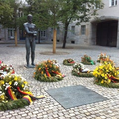 Photo taken at Gedenkstätte Deutscher Widerstand | German Resistance Memorial Center by Thiago L. on 7/23/2014