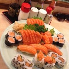 Photo taken at Sushi Yassu by Leonardo S. on 9/15/2013