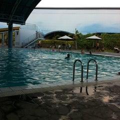Photo taken at ATLANTIS swimming pool by Reiza Z. on 10/5/2013