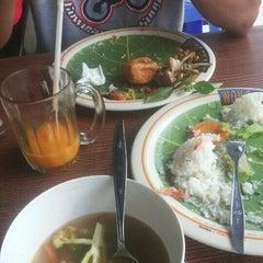 Photo taken at Ayam Bakar Wong Solo by widayanti s. on 6/7/2015