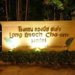 Photo taken at Long Beach Cha-am Hotel (โรงแรมลองบีช ชะอำ) by Mai N. on 12/5/2015