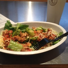 Photo taken at Chipotle Mexican Grill by Alabama H. on 11/12/2013