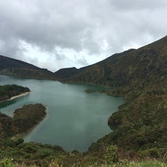 Photo taken at Miradouro da Lagoa do Fogo by Nuno G. on 5/10/2014