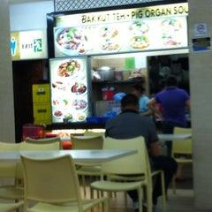 Photo taken at 长城美华 Coffee Shop (CCMW) by lourensia x. on 10/6/2012