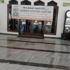 "Photo taken at Masjid Agung ""DARUSSALAM"" Bojonegoro by aris f. on 12/28/2013"