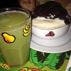 Photo taken at Jungle Juice by Neiçon J. on 12/14/2012