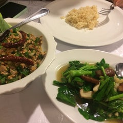 Photo taken at SPA FOODS by The Vegetarian Cottage (สปาฟู้ดส์ สาขากระท่อมมังสวิรัติ) by Thanachai C. on 10/26/2015