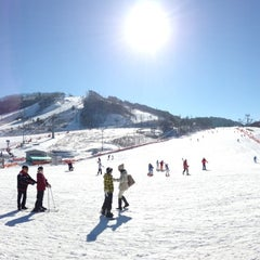 Photo taken at 알펜시아 리조트 스키장 / Alpensia Resort Ski Area by Shinjae C. on 1/4/2013