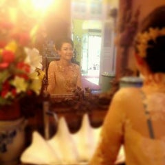 Photo taken at Pesta Keboen Restoran by prabella d. on 9/27/2014