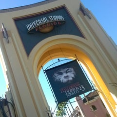 Photo taken at Universal's Halloween Horror Nights 23 by Kimmy on 10/26/2013