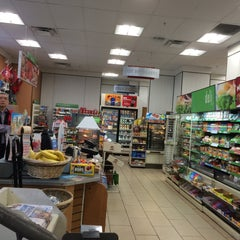 Photo taken at 7-Eleven by Jonathan V. on 7/5/2015