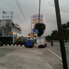 Photo taken at Indomaret by Muhammad Syaiful A. on 2/8/2013