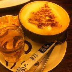 Photo taken at Black Canyon Coffee by Farhah A. on 12/15/2012