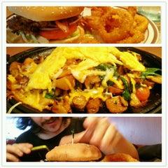 Photo taken at Denny's by Nevilton A. on 11/18/2012