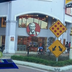 Photo taken at KFC by To'kiey M. on 10/6/2013