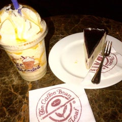 Photo taken at The Coffee Bean & Tea Leaf by Lovely J. on 3/12/2014