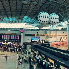 Photo taken at 臺灣桃園國際機場第二航廈 Taiwan Taoyuan International Airport Terminal 2 by Yating C. on 5/6/2013