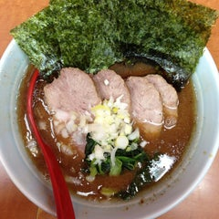 Photo taken at 横浜ラーメン武蔵家 幡ヶ谷店 by aren't you? on 10/22/2014