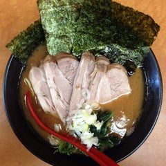 Photo taken at 横浜ラーメン武蔵家 幡ヶ谷店 by aren't you? on 10/6/2014