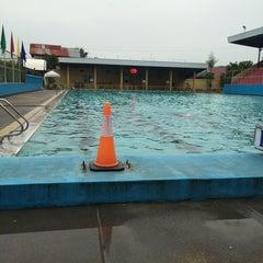 Photo taken at Abellana Swimming Pool by Llenoj T. on 6/25/2014