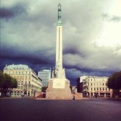 Photo taken at Brīvības piemineklis by Aledvan on 10/7/2012