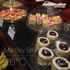Photo taken at MAI Sky Smile Lounge by oyabibin on 1/1/2015