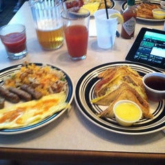 Photo taken at Final Round Bar and Grill by Matt C. on 10/13/2013