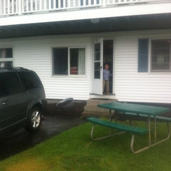 Photo taken at Ne'r Beach Motel by David B. on 8/9/2013