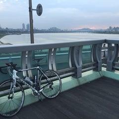 Photo taken at 잠실대교 (Jamsil Bridge) by John H. on 7/26/2015