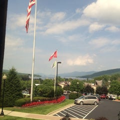 Photo taken at Holiday Inn Resort Lake George-Turf by Onur C. on 9/2/2014