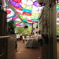7/19/2013 tarihinde Yüzyıl A.ziyaretçi tarafından Savor Cafe'de çekilen fotoğraf